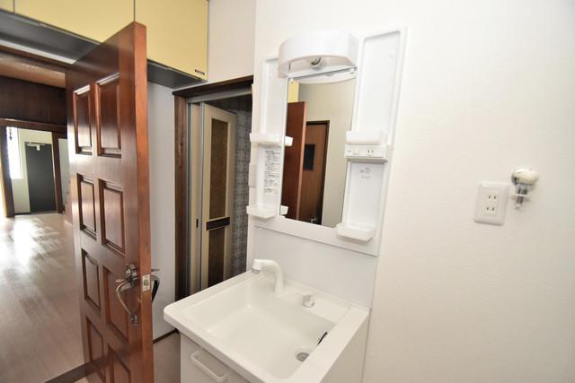 大蓮南2-15-9 貸家 独立した洗面所には洗濯機置場もあり、脱衣場も広めです。