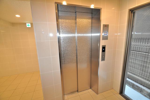 エイチ・ツーオー布施 エレベーター付き。これで重たい荷物があっても安心ですね。