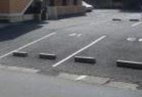 セントラルヒルズ四番館駐車場