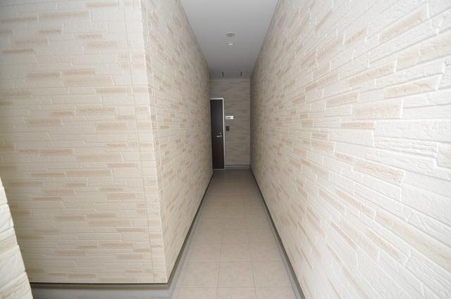 ソレイユ永和 玄関まで伸びる廊下がきれいに片づけられています。