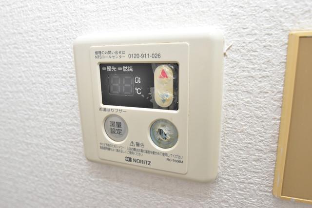 ロイヤルシャトー雅 給湯リモコン付。温度調整は指1本、いつでもお好みの温度です。