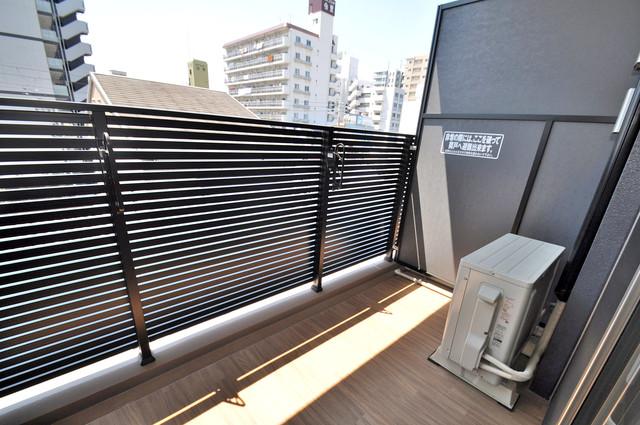 アドバンス大阪バレンシア 心地よい風が吹くバルコニー。洗濯物もよく乾きそうです。