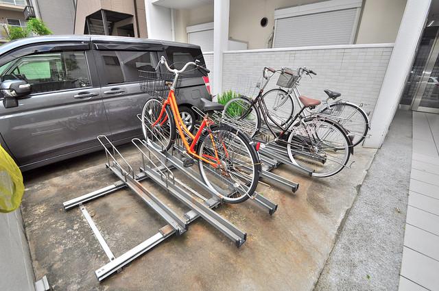 LA CASA 新深江 駐輪場が敷地内にあります。愛車を安心して置いておけますね。