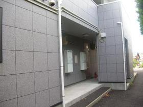 https://image.rentersnet.jp/6df46184fc5bf9398dc27f98f9b83512_property_picture_956_large.jpg_cap_エントランス