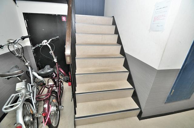ラパンジール小路東 この階段を登った先にあなたの新生活が待っていますよ。