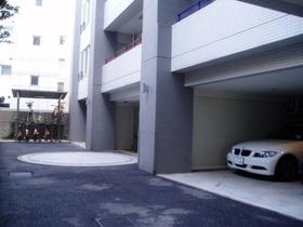 ラヴォーグ南青山駐車場