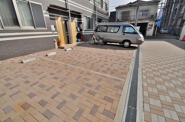 EASTRITZ巽 敷地内にある駐車場。愛車が目の届く所に置けると安心ですよね。