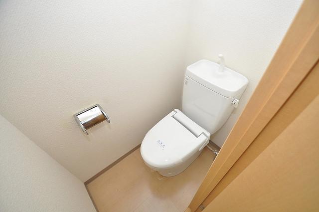ラトゥール長瀬 白くてピカピカのトイレですね。癒しの空間になりそう。