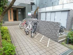 スカイコート新宿新都心駐車場