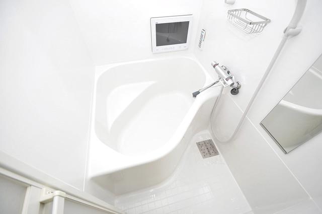 エグゼ大阪城東 広めのお風呂は一日の疲れを癒してくれます。