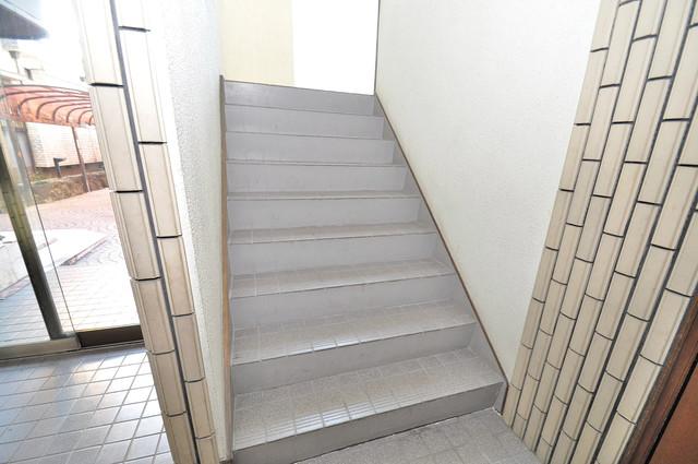 ラ・フォーレ大蓮 2階に伸びていく階段。この建物にはなくてはならないものです。