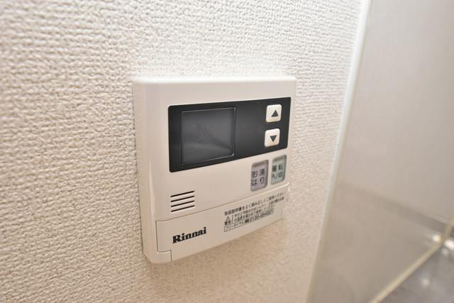 ファミール上小阪 給湯リモコン付。温度調整は指1本、いつでもお好みの温度です。