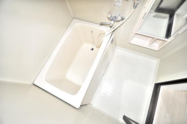 第2シャトー新町 ちょうどいいサイズのお風呂です。お掃除も楽にできますよ。
