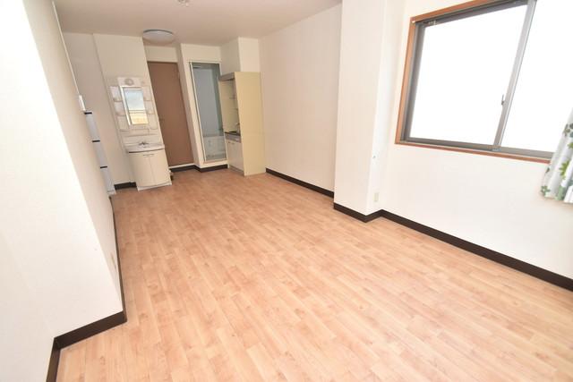 サンオークスマンション 解放感たっぷりで陽当たりもとても良いそんな贅沢なお部屋です。