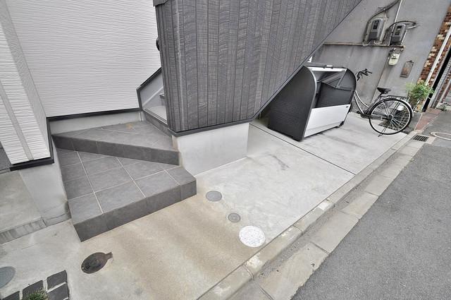 AirCity(エアシティ) 玄関まで伸びる廊下がきれいに片づけられています。