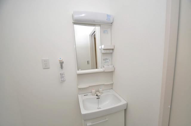 プリッ2 長瀬町  独立した洗面所には洗濯機置場もあり、脱衣場も広めです。