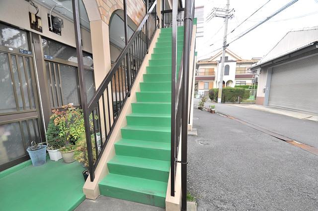 岩本文化 2階に伸びていく階段。この建物にはなくてはならないものです。