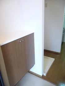 https://image.rentersnet.jp/708382a6-fce9-4157-8246-24846dfbf6a7_property_picture_959_large.jpg_cap_玄関