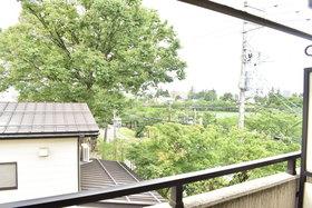 https://image.rentersnet.jp/70858541-b27e-4e08-9207-43b08e07ba07_property_picture_953_large.jpg_cap_高田公園に近く、バルコニーから景色が見えます。