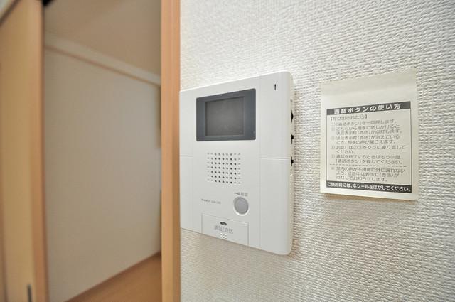 アンプルールフェールU-HA TVモニターホンは必須ですね。扉は誰か確認してから開けて下さいね
