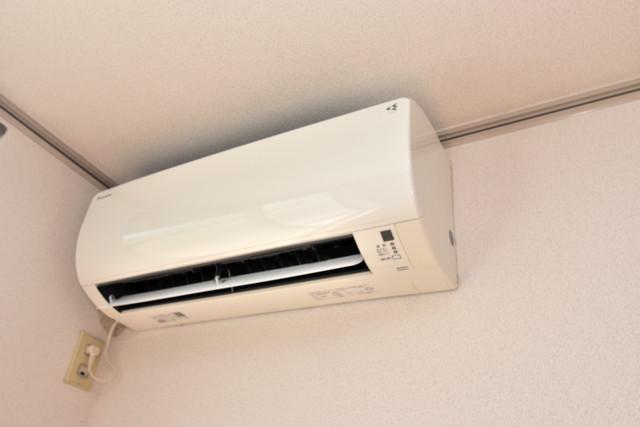 エステートピアナカタA棟 最初からエアコンが付いているなんてお得ですね