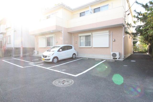 サンセール戸塚V駐車場
