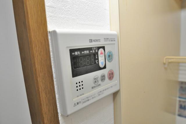 リンクスイン東大阪Part2 給湯リモコン付。温度調整は指1本、いつでもお好みの温度です。