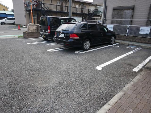 リバーヒルズ駐車場