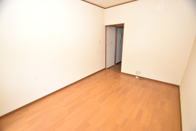 巽北1-29-14 貸家 解放感たっぷりで陽当たりもとても良いそんな贅沢なお部屋です。