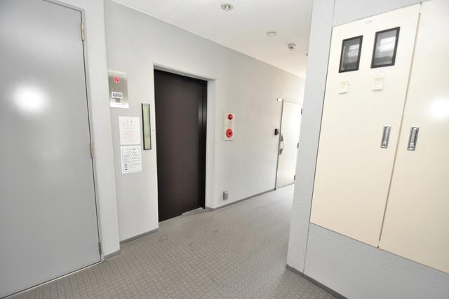 U-ro北巽 エレベーターホールもオシャレで、綺麗に片づけられています。
