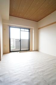 https://image.rentersnet.jp/70bcad3a8a15721f829570a48e584fab_property_picture_1800_large.jpg_cap_和室6.5帖