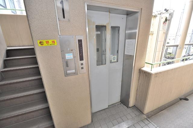 ダイヤモンドメゾン高井田 嬉しい事にエレベーターがあります。重い荷物を持っていても安心