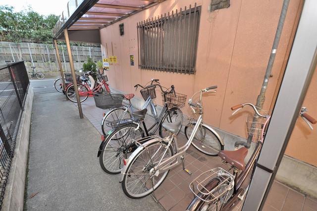コンドミニアム太平寺 駐輪場が敷地内にあります。愛車を安心して置いておけますね。