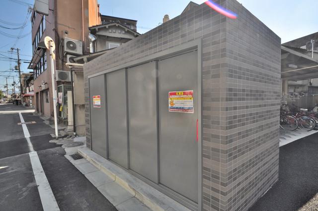 プレミアム菱屋西 朝が弱い方でも安心夜でも出せる嬉しい敷地内ゴミ置き場。