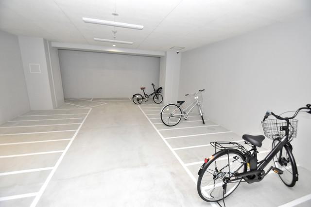 オズレジデンス今里NORTH 1階には駐輪場があります。屋内なので、雨の日も安心ですね。