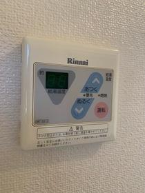 https://image.rentersnet.jp/71916c1a-4156-4a36-94fd-2a3a08bde02b_property_picture_953_large.jpg_cap_給湯器