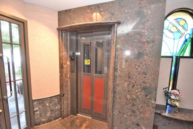 セピアコート柴田 嬉しい事にエレベーターがあります。重い荷物を持っていても安心