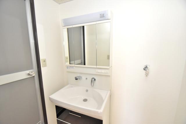 グランドメゾン樋口 独立した洗面所には洗濯機置場もあり、脱衣場も広めです。