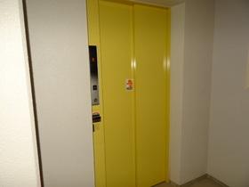 https://image.rentersnet.jp/729fde14-1fb1-4fe6-8151-6d9803173f2d_property_picture_1992_large.jpg_cap_エレベーター