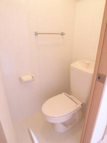 トイレは暖房便座!冬にはとても重宝されます!