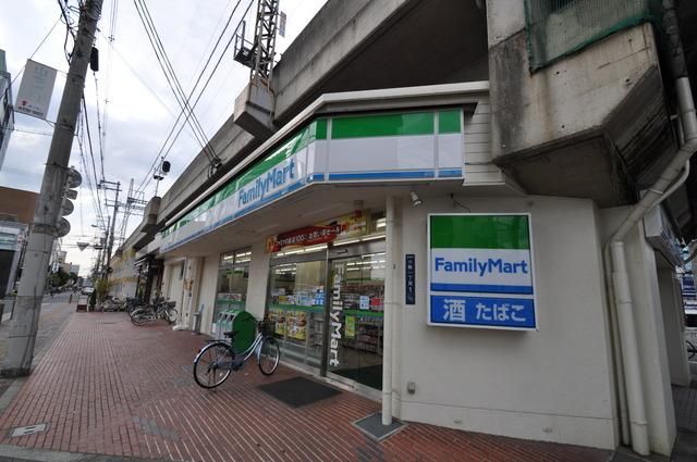 ラポルテじゅじゅ ファミリーマート小阪駅前店