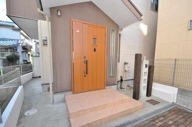 大蓮東1-22-30 貸家 綺麗なエントランスです。