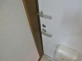 しっかりとした玄関ドア!