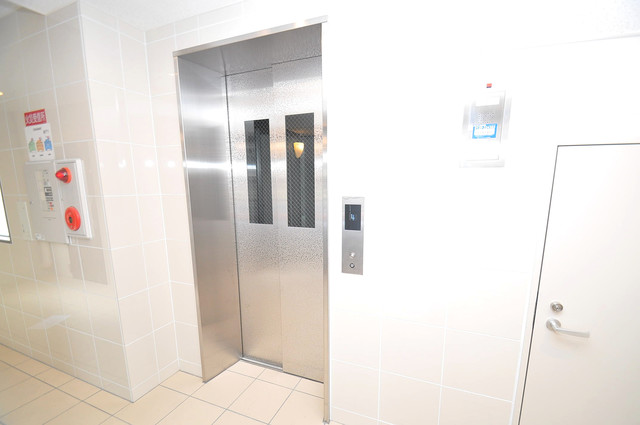 エイチ・ツーオー今里東 エレベーター付き。これで重たい荷物があっても安心ですね。