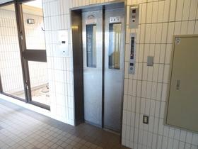 https://image.rentersnet.jp/732e9e928fd9d90f468c558a72a75502_property_picture_2418_large.jpg_cap_エレベーター