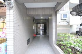 大塚駅 徒歩8分エントランス
