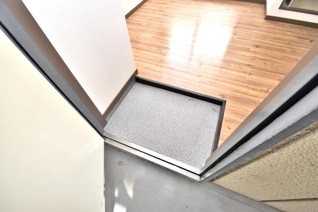 ダイヤコーポ 素敵な玄関は毎朝あなたを元気に送りだしてくれますよ。