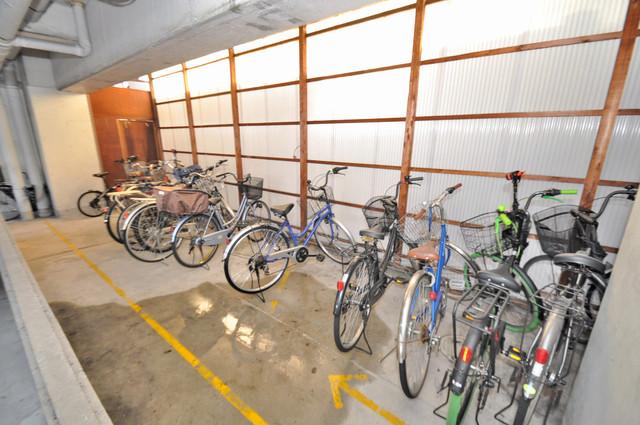 シティビラ新深江 屋根付きの駐輪場は大切な自転車を雨から守ってくれます。