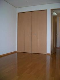 https://image.rentersnet.jp/73e6bc174aede20f9bca8807e4263873_property_picture_2419_large.jpg_cap_居室