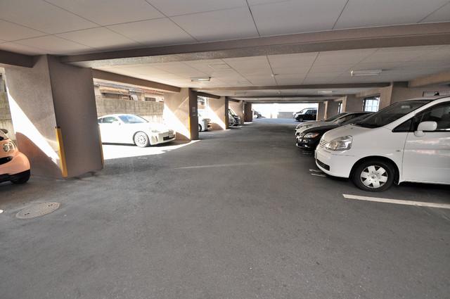 グランシャトレー DAIWA 敷地内に駐車場もあれば安心ですね。